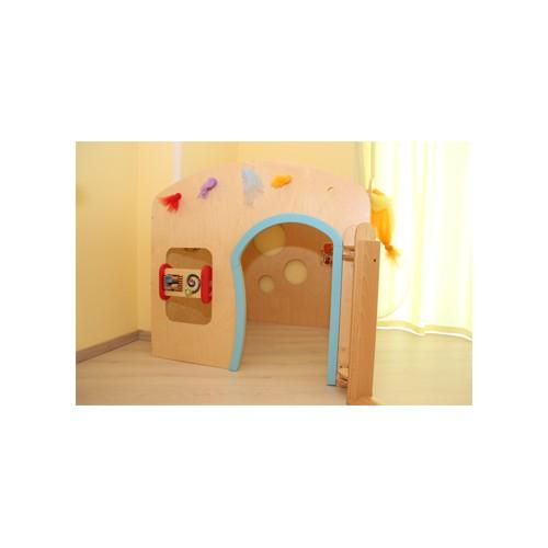 La tana in legno massello per asilo nido maternaarredo for Arredo per asili