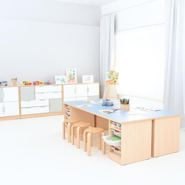 Tavolo con spazio di archiviazione arredo per asili nido for Arredo asili nido